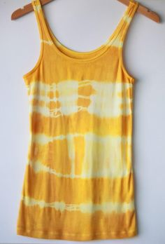 DIY Clothes DIY Refashion: DIY: How to Tie-Dye a Shirt Naturally Using Turmeric