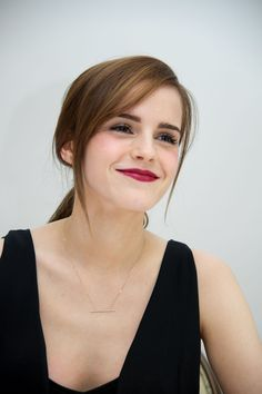 19 side fringe hairstyles that are anything but basic - Side fringe hairstyles: Emma Watson – CosmopolitanUK - Long Hair With Bangs, Haircuts For Long Hair, Haircuts With Bangs, Long Hair Cuts, Straight Hairstyles, Cool Hairstyles, Side Fringe Long Hair, Side Fringe Bangs, Side Part Bangs