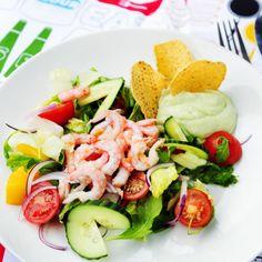 Räksallad Shrimp Dishes, Hummus, Food Inspiration, Cobb Salad, Salad Recipes, Potato Salad, Good Food, Food And Drink, Healthy Eating