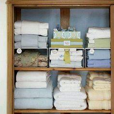 Organizzare asciugamani, lenzuola. ..