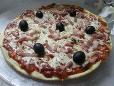 Pizza con beicon Ver receta: http://www.mis-recetas.org/recetas/show/63141-pizza-con-beicon