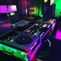 Setup dj on stage