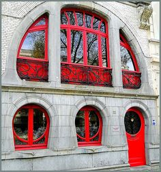 Art Nouveau houses in Antwerp 1 This Art Nouveau house designed by architect Van Oenen is a protected monument since Architecture Design, Architecture Art Nouveau, Beautiful Architecture, Beautiful Buildings, Building Architecture, Building Facade, Portal, Art Nouveau Arquitectura, Design Art Nouveau