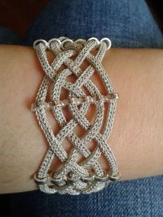 Idea for viking knit bracelet Use metallic thread and my hand held rope knitter! Wire Wrapped Jewelry, Wire Jewelry, Beaded Jewelry, Handmade Jewelry, Wire Bracelets, Wire Rings, Pendant Jewelry, Jewlery, Wire Crafts