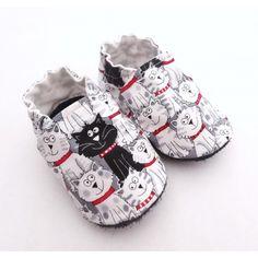 0e686838ac313 Chaussons semelle cuir et coton avec chats noirs et blancs