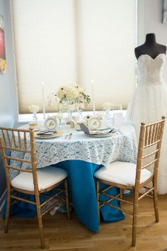 Blue and white wedding inspiration // Photo by Sarah Roshan, see more: http://theeverylastdetail.com/dazzling-blue-wedding-ideas/