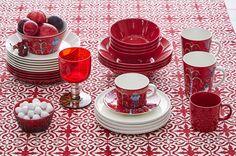 Joulunpunaista kattaukseen - Etuovi.com Ideat & vinkit                                                                                                                                                                                 More Dish Sets, Marimekko, Punch Bowls, Porcelain, Finland, Cups, Christmas, Fabrics, Dreams