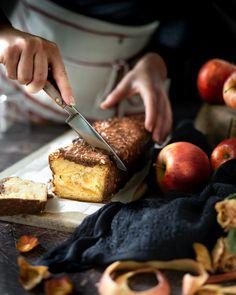 """••✶🧁𝒸𝑜𝑜𝓀𝒾𝓃𝑔 𝒾𝓈 𝒸𝒶𝓇𝒾𝓃𝑔 ✶•• on Instagram: """"🍎 P o m m e & G i n g e m b r e 🍎 La pomme tu l'aimes comment ? Je ne suis pas une grande fan des fruits d'automne, alors comme quand il…"""" Homemade Pastries, Fan, Fruit, French Toast, Cooking, Instagram, Breakfast, Apple, Autumn"""