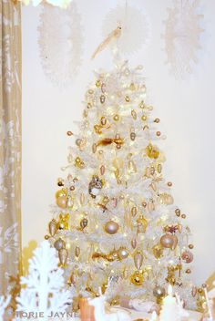 Enchanted Forest Christmas tree by Torie Jayne Christmas Hanukkah, Christmas Themes, Christmas Tree Decorations, Christmas Holidays, Winter Holidays, White Christmas, Holiday Tree, Xmas Tree, Christmas Tree Inspiration