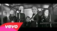 Arcade Fire - Reflektor. Preto e branco, misterioso, non-sense, cabeções e homem-espelho. Incrível! (Black & white, mysterious, non-sense, big-heads and a mirror-man. Amazing!) (dir.: Anton Corbijn) (06/09)