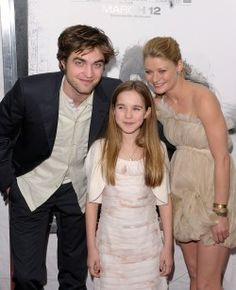 Flashback Pic Post: Robert Pattinson, Emilie De Ravin & Ruby Jerins at the Premiere of Remember Me in NYC   Thinking of Rob