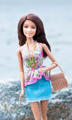 Fringe bags are super hot this season and this Barbie Fashionista is right on point!  This slightly relaxed look is the perfect vibe for hitting up a beach bonfire with friends this summer. [ad]