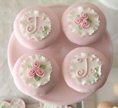 Rosas y cordón | Cupcakes ❤ | Pinterest)