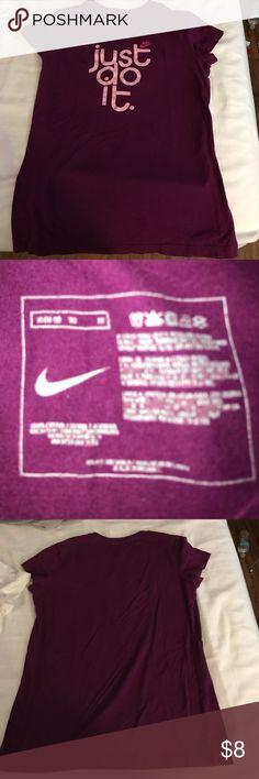 Women's Nike t shirt Used women's Nike t shirt Nike Tops