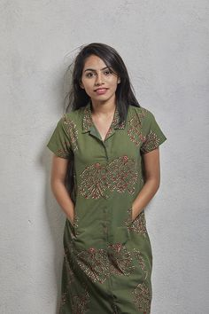 The Phirki Dress Short Kurti Designs, Salwar Designs, Kurti Neck Designs, Kalamkari Dresses, Short Frocks, Kurti Styles, One Piece Dress, Casual Elegance, Ladies Dress Design