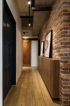Hwh house industrial style corridor, hallway & stairs by 珞石設計 loqstudio industrial Home Room Design, Bathroom Interior Design, House Design, Industrial House, Industrial Style, Narrow Hallway Decorating, Flur Design, Hallway Designs, House Stairs