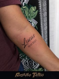 Tattoos Masculinas, New Years Eve Party, Tatting, Tattoo Quotes, Hair Styles, Knife Tattoo, Spider Tattoo, Tattoo For Son, Stylish Tattoo