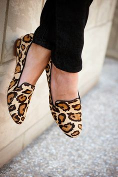 Lipstick, Heels & a Baby: Jeans and the Perfect Tee. Leopard slipper shoes.  Love, love, love! #newyearstylechallenge