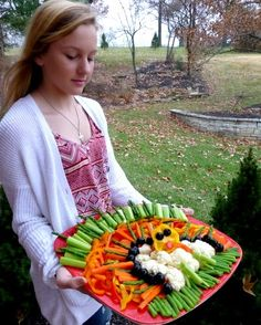 Thanksgiving Turkey Vegetable Platter ♥ AVeggieVenture.com, just your favorite veggies + creativity! Then wait for compliments!