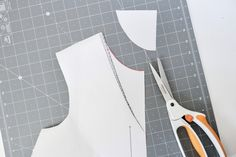 megan nielsen design diary: How to make a Dove blouse with a rounded neckline and straight hem Neckline, Patterns, Sewing, Blouse, How To Make, Block Prints, Plunging Neckline, Dressmaking, Pattern