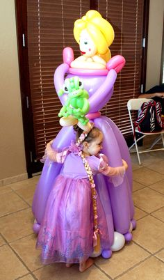 Seriously?? A balloon Rapunzel that is life sized. Amazing!! I ahve to make this!!!!!!!
