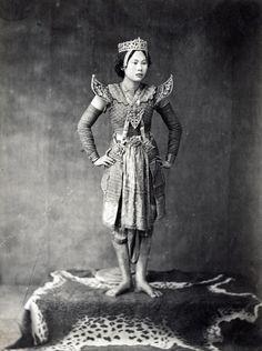 Siamese Khon Actress, 1900 | via: wikimedia.org
