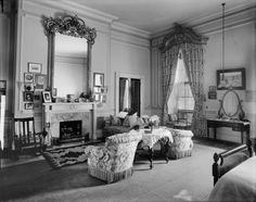 How 10 Different Presidents Throughout History Decorated the White House Bedroom White House Bedroom, White House Interior, Home Bedroom, Master Bedroom, Unusual Furniture, Cool Furniture, Furniture Outlet, Discount Furniture, Luxury Furniture