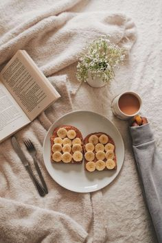 Cosy mornings are the best. Love Food, A Food, Food And Drink, Yummy Treats, Yummy Food, Aesthetic Food, Food Cravings, Food Styling, The Best