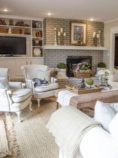 Awesome Beautiful Family Room Makeover on a Budget in a Vintage French Country Home ! So many DIY ideas & Tutorials ! This room is Stunning ! The post Beautiful Family Room Makeover on a Budg . French Country Living Room, French Country Style, French Chic, Vintage Country, Country Kitchen, Vintage Decor, French Country Fireplace, Vintage Stil, Modern Country