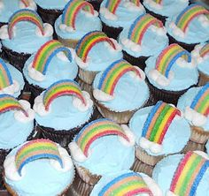 rainbow cupcakes - great for a Wizard of Oz party