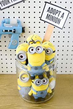 Easy Minions Party – Hello Splendid How cute! Adopt a Minion as a party favor from this easy Minions birthday party. The perfect Despicable Me party! Minions Birthday Theme, 50th Birthday Party Decorations, Trains Birthday Party, Dinosaur Birthday Party, 3rd Birthday Parties, Minion Party Decorations, Happy Birthday, Minion Party Favors, Minion Party Theme