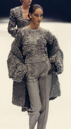 Gianfranco Ferre Fashion Show & more Luxury Details Grey Fashion, Look Fashion, High Fashion, Winter Fashion, Fashion Show, Vintage Fashion, Fashion Outfits, Womens Fashion, Fashion Design