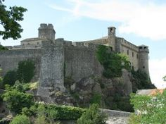 The ghost of love Bardi Castle (Castello di Bardi) near Parma is supposedly one of the most haunted castles in Italy. The legend goes that in the 14th century a young officer called Moroello fell in love with Soleste, a beauty fro