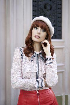 La Parisienne | Miss Pandora - Louise Ebel Parisienne Chic, Classic Style, Cool Style, French Style, Louise Ebel, Mode Bcbg, Luanna Perez, Pandora, White Lace Blouse