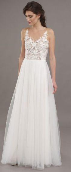gefunden bei Happy Brautmoden Brautkleid elegant, elegantes Brautkleid, Lilurose, Spitze, Spitzenkleid, edel, elegant, fließend, Rückenausschnitt, Hochzeitskleid, romantisch