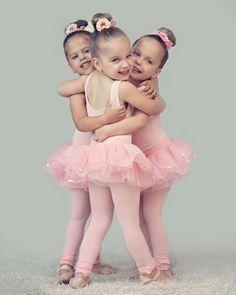 Naww cute little ballet outfits perfect for our Anna Ballerina Party Tutu Ballet, Baby Ballet, Little Ballerina, Ballet Dancers, Ballerina Party, Ballet Pictures, Dance Pictures, Little Girl Dancing, Ballet Class