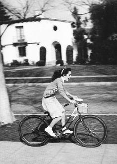 Elizabeth Taylor ... being a kid ....
