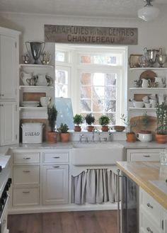 Alice Lane Home Gorgeous kitchen design with white kitchen cabinets, marble… Cozy Kitchen, Farmhouse Kitchen Decor, Kitchen Redo, New Kitchen, Vintage Kitchen, Kitchen Remodel, Kitchen Cabinets, Kitchen Ideas, White Cabinets