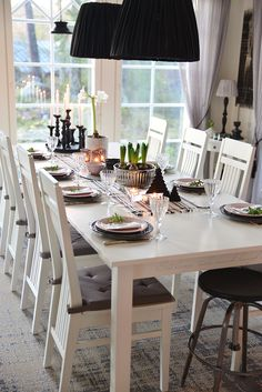 Christmas dinner table setting in white, green, silver and grey Kitchen Stuff, Dinner Table, Table Settings, Table Decorations, Grey, Silver, Christmas, Inspiration, Furniture