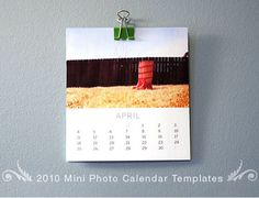 Free templates for a calendar that is sized to fit in a CD case. Would be awesome for gifts or photo sessions.