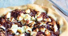 Dit recept voor Franse Uientaart met gecarameliseerde uien van Annabel Langbein is super lekker. Hawaiian Pizza, Quiches, Chutney, Foodies, Buffet, Pie, Dinner, Desserts, Easy