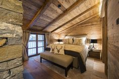 Apartment Rental:Delightful ski in / out chalet in Austria with modern facilities and wonderful views. Chalet Design, Chalet Style, Lodge Style, Chalet Interior, Luxury Homes Interior, Luxury Apartments, Rental Apartments, Alpine Chalet, Ski Chalet