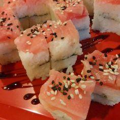 Oshizushi maguro. Oshizushi de atún Capa de arroz nori wasabi arroz y atún con ajonjolí. #Atún #Oshizushi #Arroz #Wasabi #foodgasm #foodporn #food #Oishi #Oishii #NuevoCasasGrandes #Chihuahua por omnomoishi en Instagram http://ift.tt/1NcMXqt #navitips