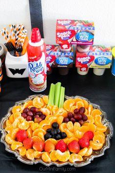 Halloween Finger Foods, Halloween Party Snacks, Halloween Appetizers, Halloween Dinner, Halloween Birthday, Halloween Party Decor, Baby Shower Halloween, Childrens Halloween Party, Halloween Fruit