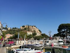 Popular summer resort in the beautiful location of the Parc National des Calanques situated 40 minutes drive to the east of Marseille is well worth the trip. Parc National, France Travel, Travel Guide, Costa, Dolores Park, French, Explore, Summer, Beauty
