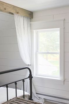 Magnolia Homes Decor Ideas - Farmhouse Window Trim - DIY Decor Inspired by Chip and Joanna Gaines - Fixer Upper Dining Room, Coffee Tables, Light Fixtures for Your House - Do It Yourself Decorating On A Budget With Farmhouse Style Decorations for the Home Farmhouse Windows, Farmhouse Window Trim, Decor, Home Diy, Farmhouse Trim, Fixer Upper, Diy Farmhouse Decor, House, Home Decor