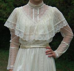 Gunne Sax Ivory Lace & Satin Ribbon Prairie Dress Close Up Front - Outfits Robes Vintage, Vintage Dresses, Vintage Outfits, Victorian Fashion, Vintage Fashion, Looks Style, Mode Outfits, Mode Style, Pretty Dresses