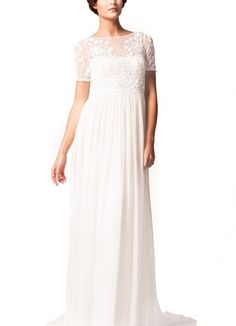 This simply yet glamorous gown with an Empire silhouette is perfect for the boho-inspired bride.