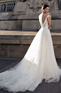 Featured Wedding Dress: Gali Karten; www.galikarten.com; Wedding dress idea.