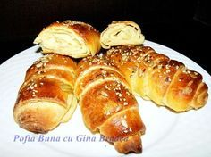 cornuri de casa cu unt si branza Focaccia Bread Recipe, Bread Recipes, Pastry Cake, Pretzel Bites, Hot Dog Buns, Sausage, French Toast, Deserts, Food And Drink